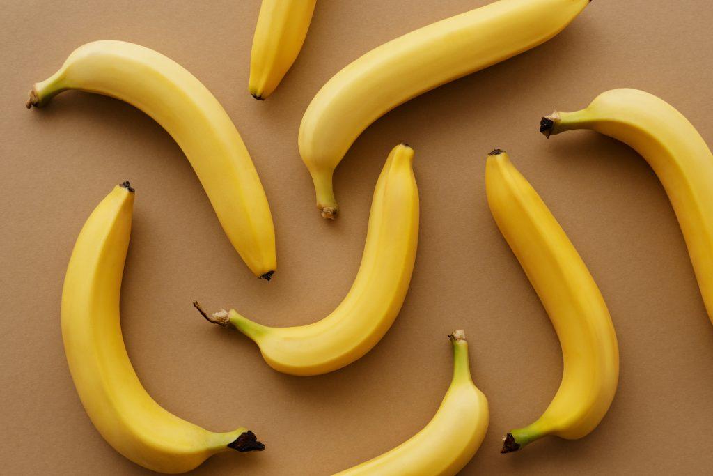Банановую кожуру не можно, а нужно есть: советы, как сделать её приятной на вкус