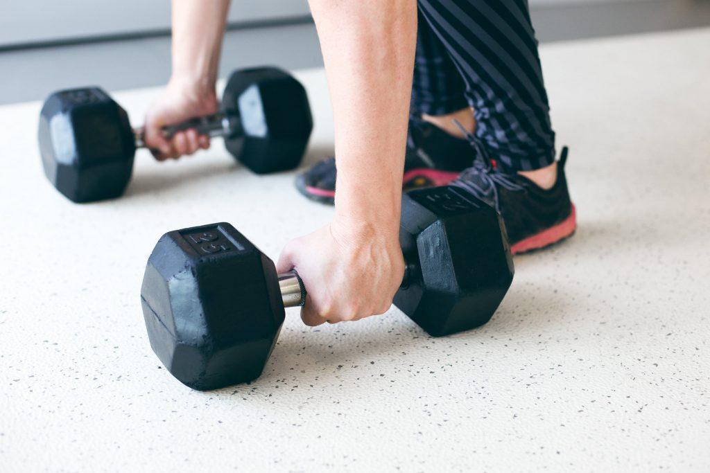 2 эффективных упражнения для бёдер, которые помогут обрести стройные ножки