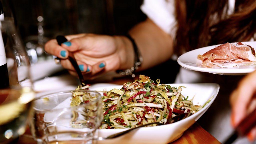 Лучшее время для ужина и других приемов пищи, чтобы эффективно терять вес
