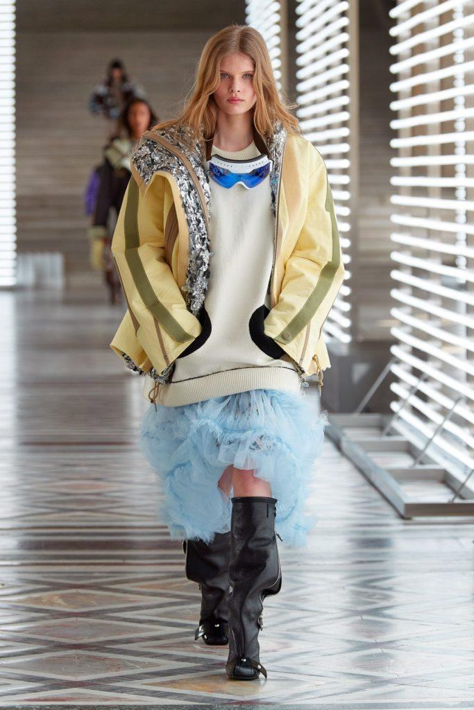 Праздник для экстравертов: Louis Vuitton устроили показ в Лувре