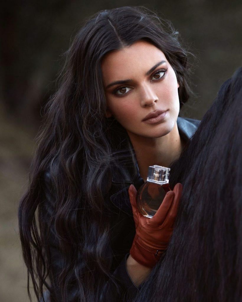 Кендалл Дженнер презентовала три парфюма для коллекции Ким Кардашьян