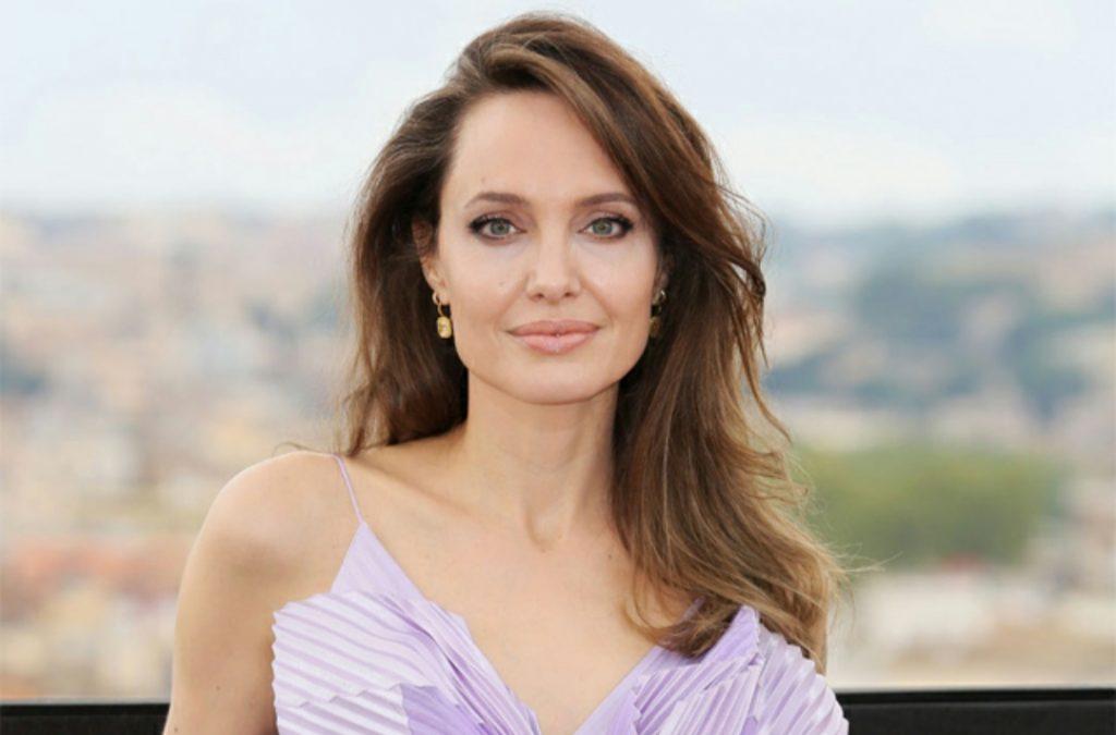Анджелина Джоли подготовила доказательства домашнего насилия со стороны Питта