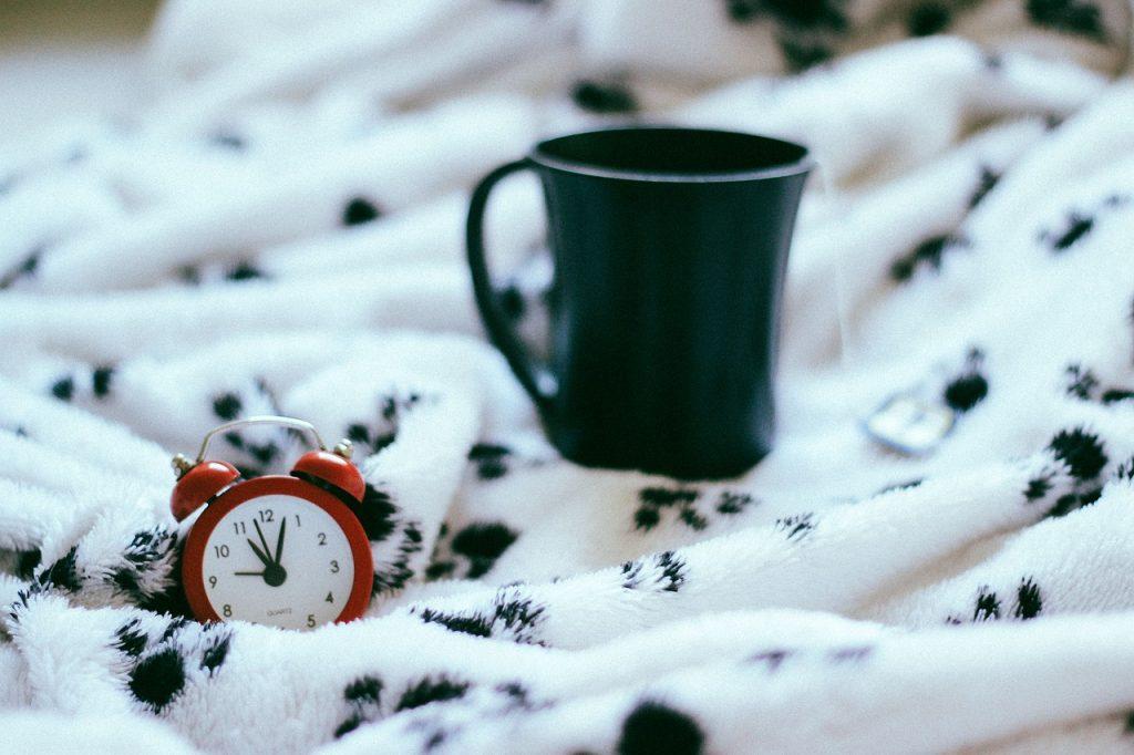Травник поделился рецептом расслабляющего чая для крепкого ночного сна