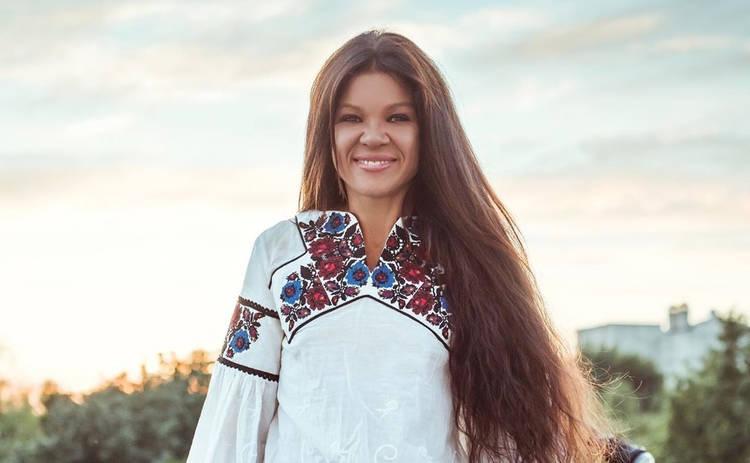 Руслана Лыжичко поделилась с поклонниками потрясающими фотографиями на фоне живописных гор