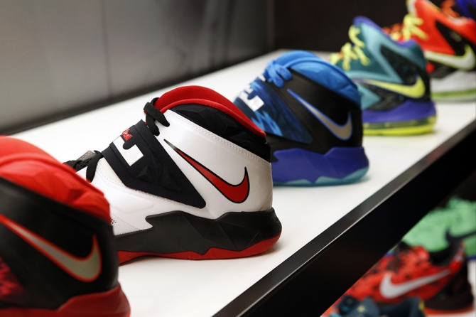Вице-президентке Nike пришлось уйти с должности из-за махинаций сына