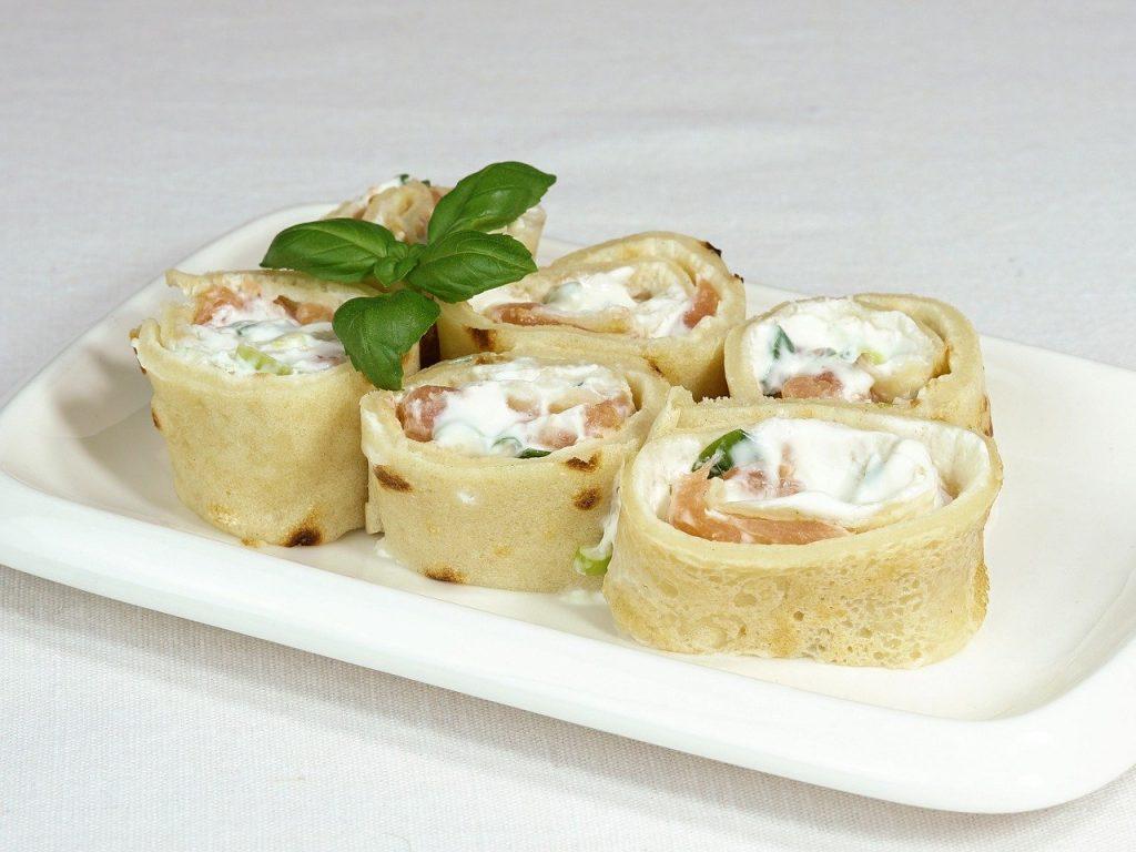 Что приготовить на Масленицу 2021: рецепт сытных блинов с сыром и курицей