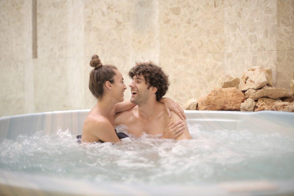 Почему стоит дважды подумать, прежде чем заниматься любовью в воде