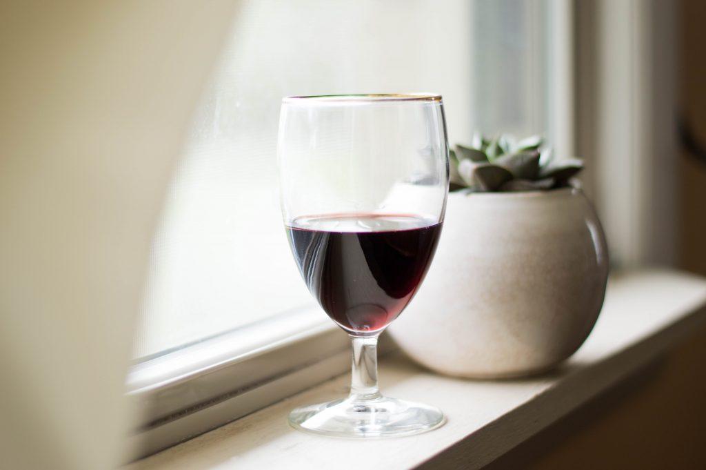 Питье красного вина после тренировки имеет следующие преимущества