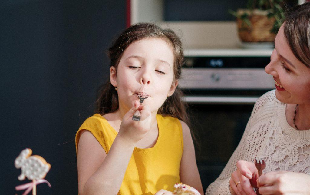 4 фразы, которые могут вызвать расстройство пищевого поведения у детей