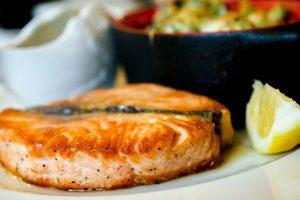Что приготовить на 8 марта: быстрый и вкусный рецепт ужина с рыбой