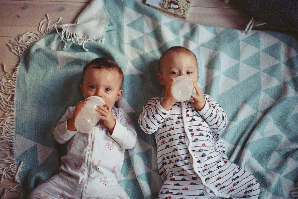 Доктор Комаровский назвал самые безопасные напитки для детей 1 года жизни