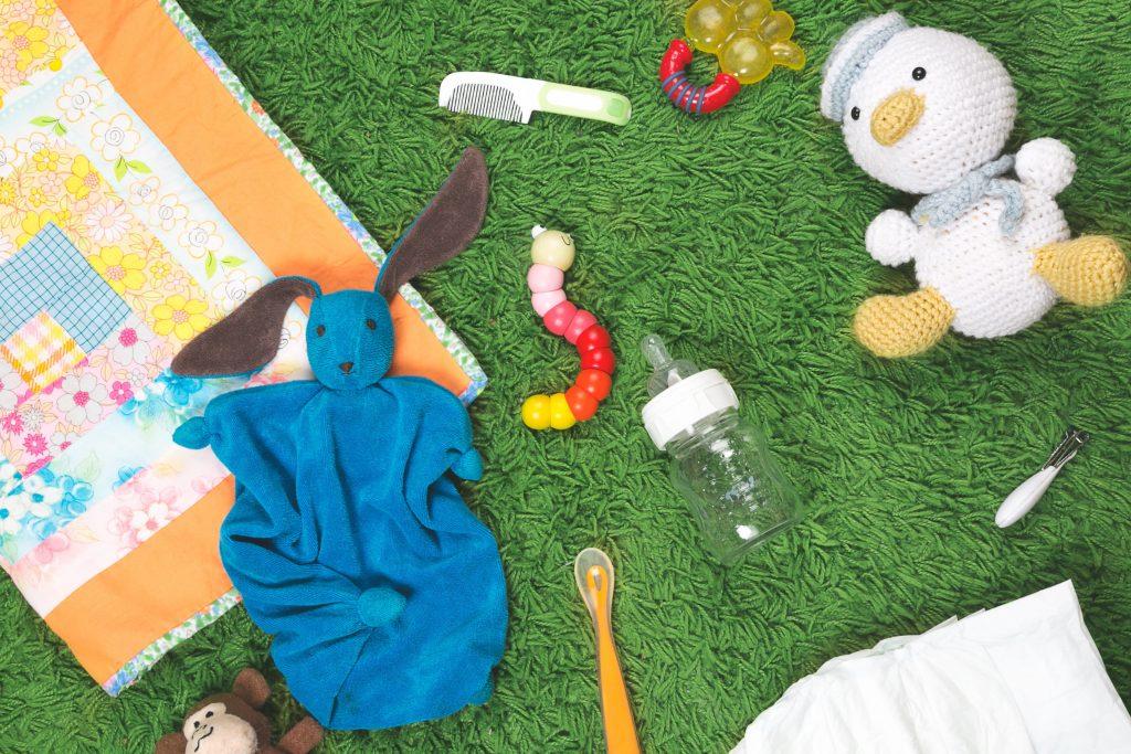 6 вещей, которые нельзя хранить в детской комнате, по мнению педиатров