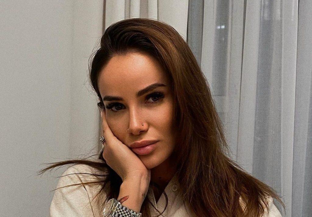 Айза Долматова прикована к постели из-за осложнений после простуды