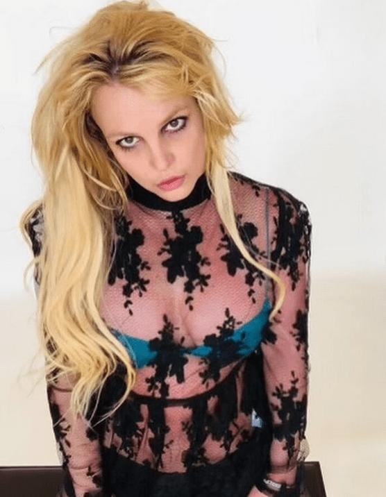 Без фильтров и фотошопа: Бритни Спирс показала тело в бикини