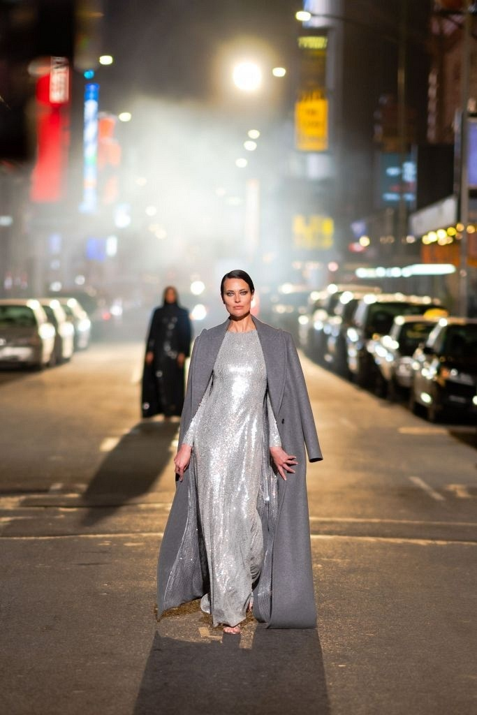 MICHAEL KORS устроили показ на улицах Нью-Йорка с участием звезд
