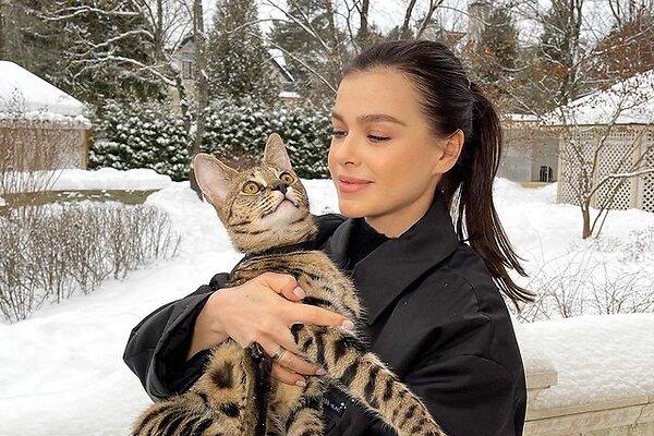 Елена Темникова избавилась от аллергии на кота
