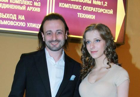Лизу Арзамасову поздравляют со скорым пополнением в семье