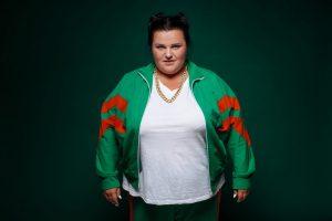 В лифчике и в меде: Alyona Alyona поразила новым фото