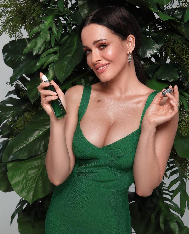 Даша Астафьева рассказала о своих любимых топ-средствах для кожи