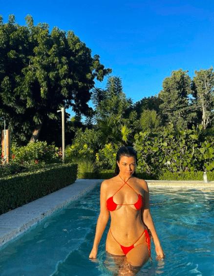 Перевернутый купальник – новый тренд летнего сезона 2021 года