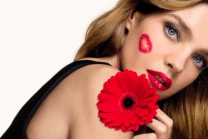 Спасаем пчел: Guerlain будут высаживать цветы за использование Инстаграм-маски