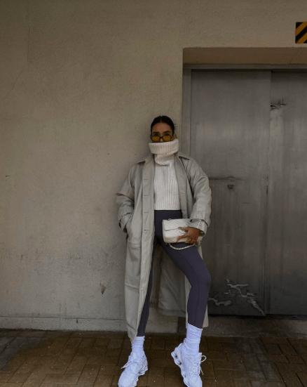 Тренд из Instagram: как носить леггинсы с тренчем и почему это стильно