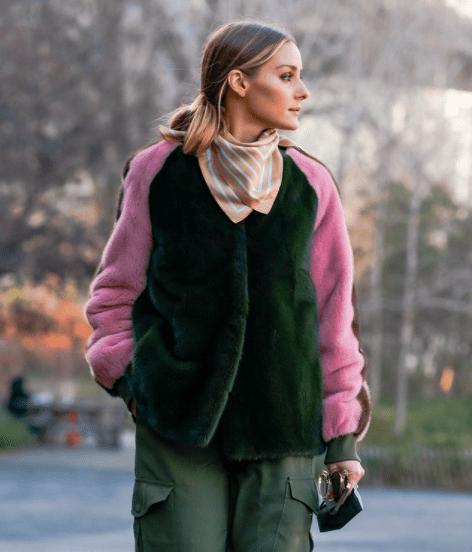 Три варианта, чем стильно заметить обычный шарф в весеннем образе