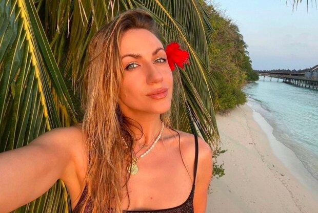 Мелирование и накладные ресницы: Леся Никитюк показала, как выглядела в 18 лет