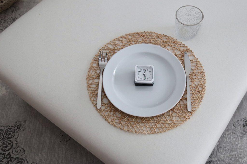 Диетолог объяснил, почему прерывистое голодание подходит не всем