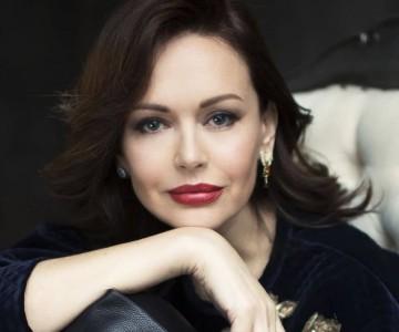 Модно и стильно: Ирина Безрукова продемонстрировала образы для культурных мероприятий