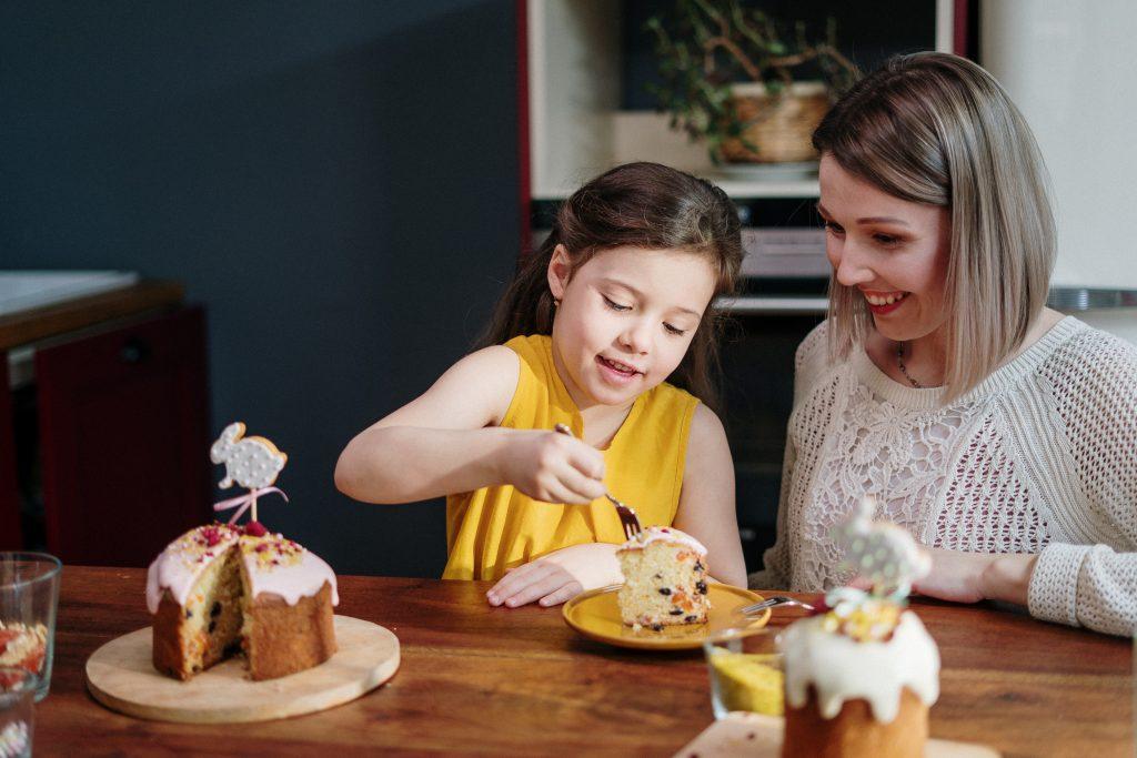 4 весёлых способа отпраздновать Пасху с семьей, не выходя из дома