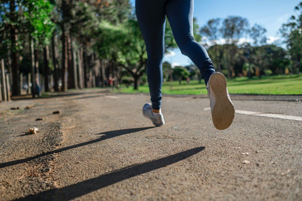 Кардиолог поделился секретом, как сделать бег и ходьбу более эффективными