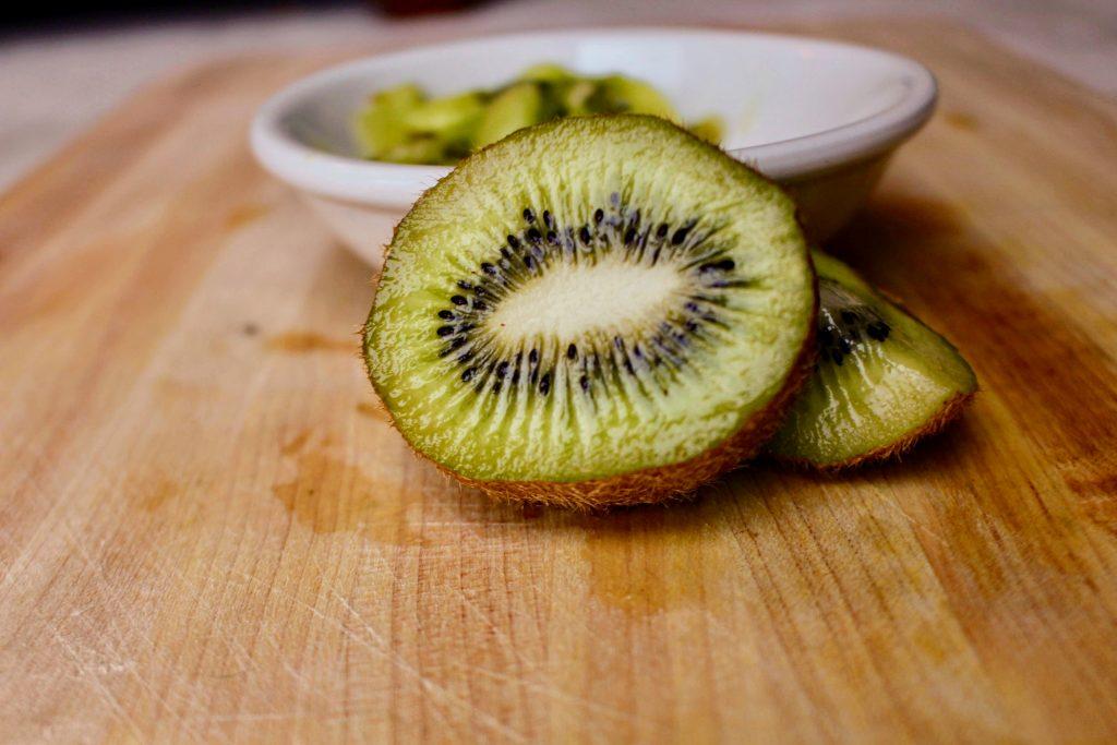 Полезная кожура 4 фруктов, которую вы 100% не едите, но должны