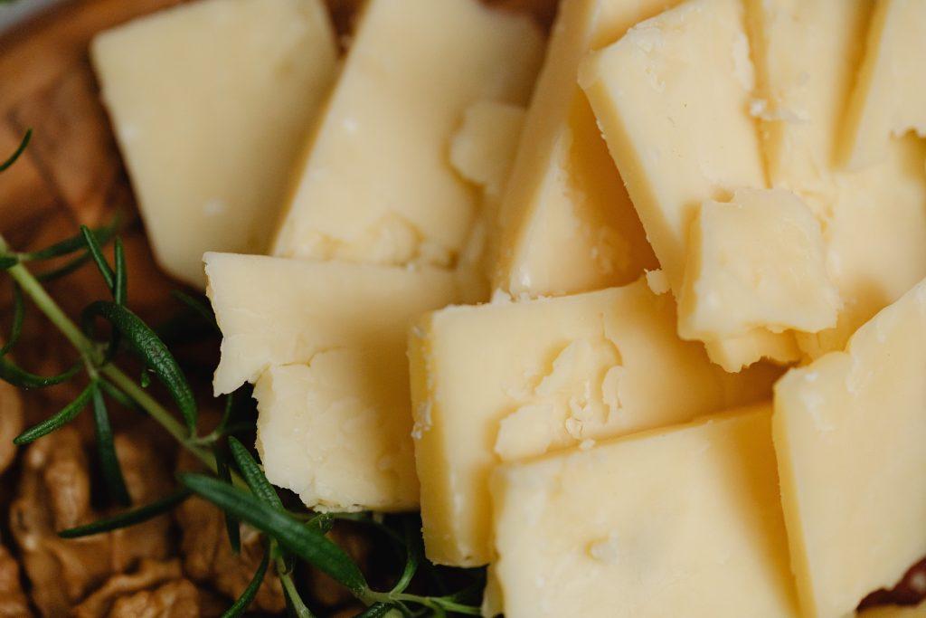 Питательные виды сыров, которые можно есть без вреда здоровью