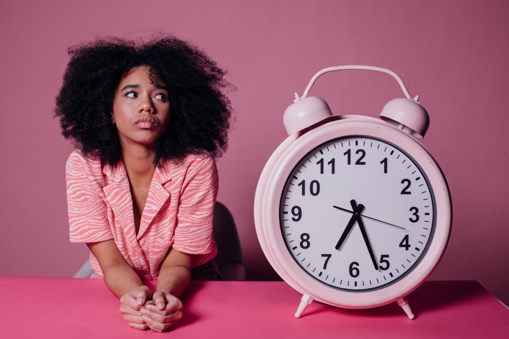 Реальная причина, почему вы просыпаетесь прямо к сигналу будильника каждое утро