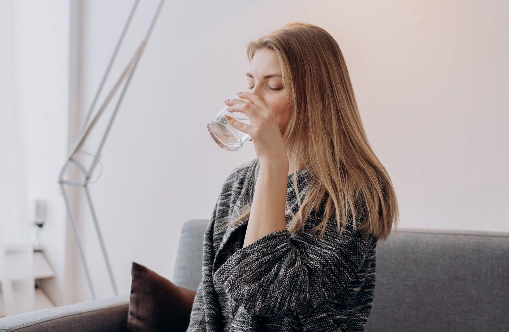 Полезный и любимый многими напиток, который разрушает эмаль зубов