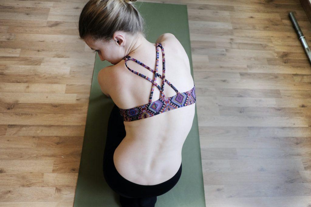 Тренировка из 3 упражнений, которые сотворят чудеса с вашей осанкой