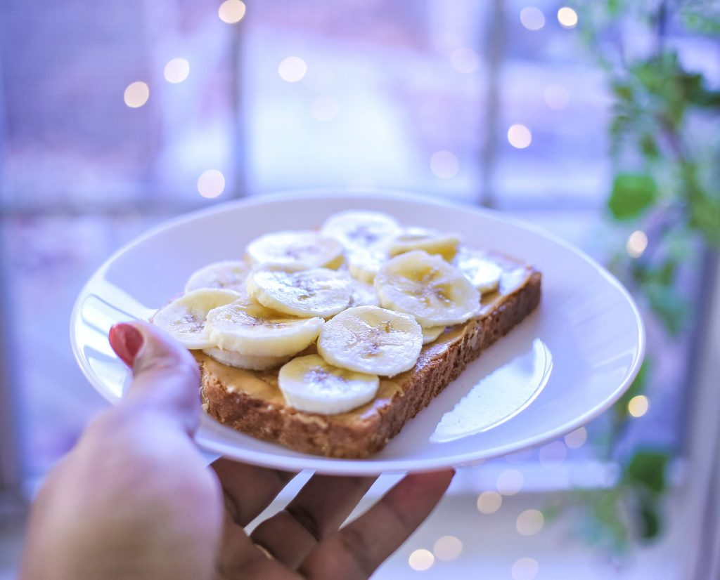 Самые вкусные закуски перед сном, которые помогут вам сбросить лишний вес