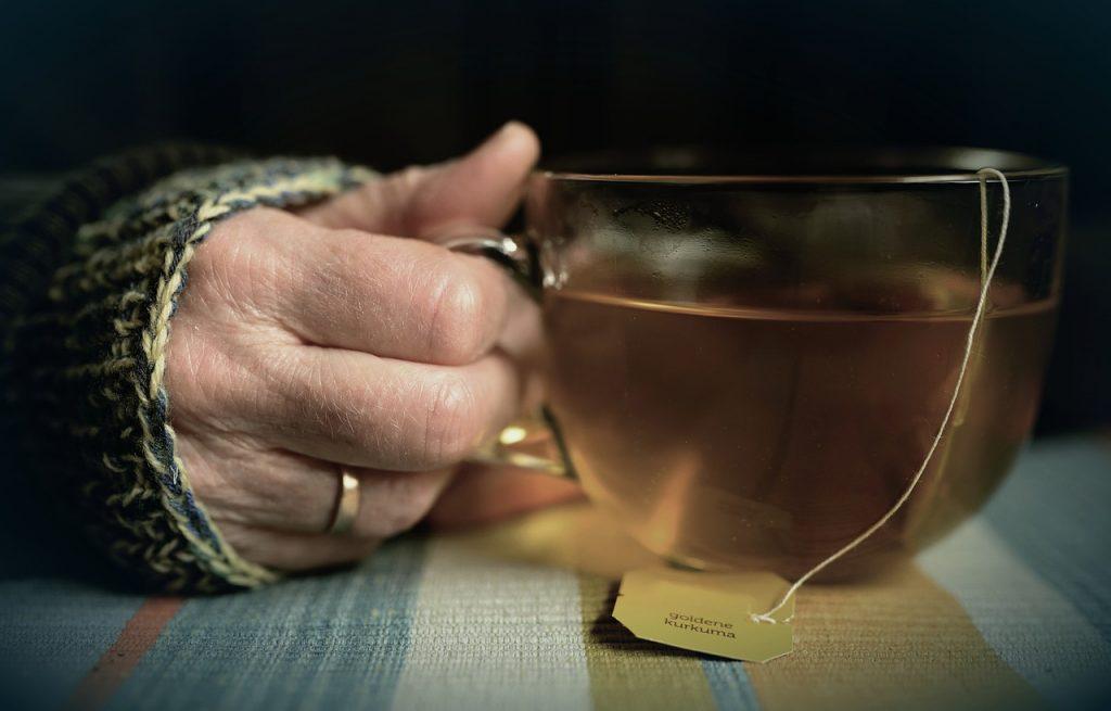 Неожиданный чай, который некоторые врачи предлагают для борьбы с COVID-19