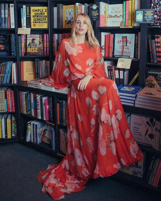 Писатели и Эмма Робертс создали новый кампейн для Valentino