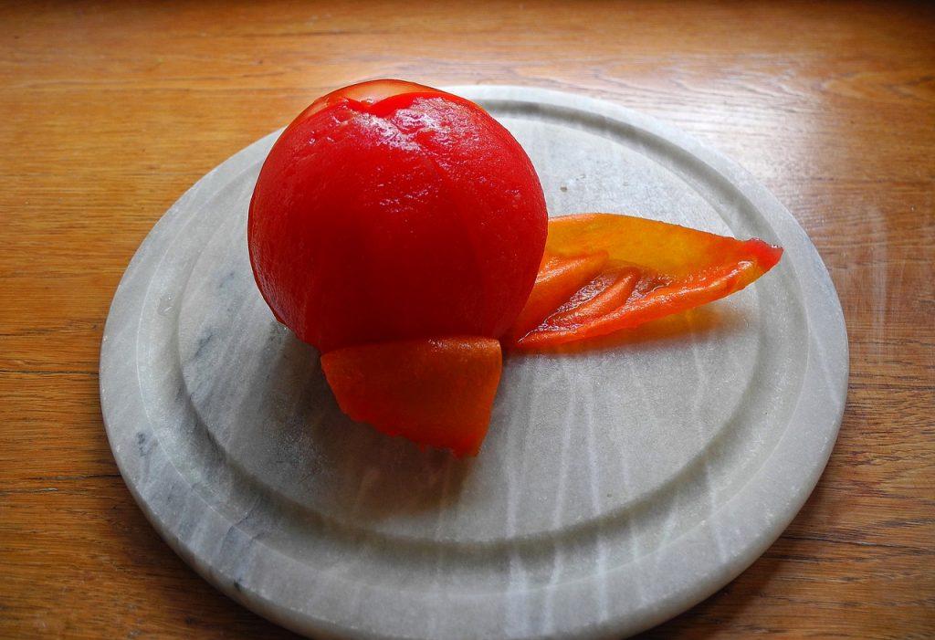 Умный способ легко снять кожицу у помидоров всего за 5 минут