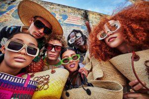 Вдохновленные Испанией: Loewe показали новую коллекцию на лето