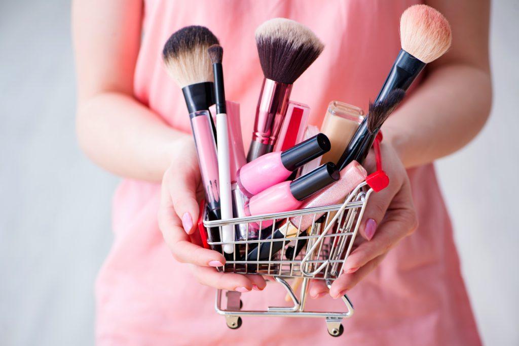 Где дешево купить фирменную косметику?