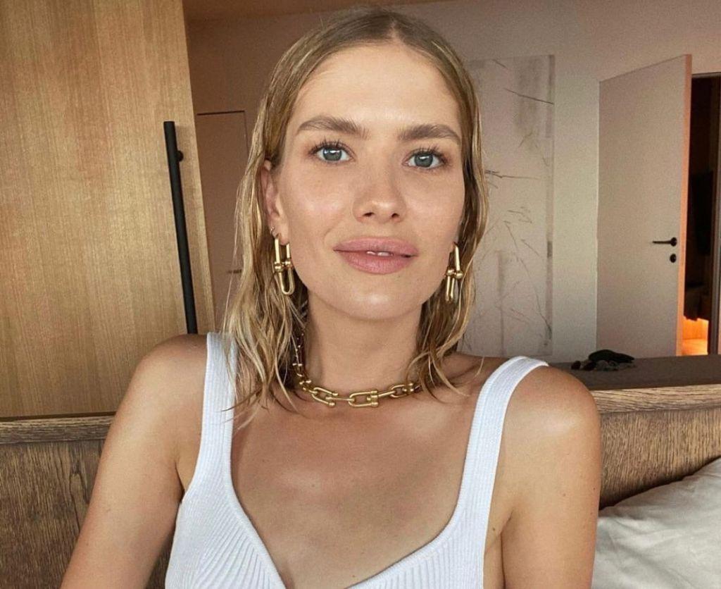 Елена Перминова продемонстрировала фигуру через семь дней после родов