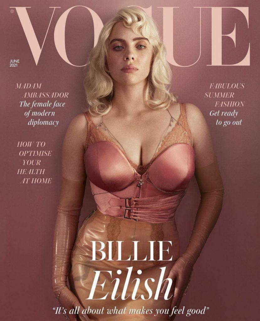 В корсете и юбке: Билли Айлиш ошеломила откровенными фото