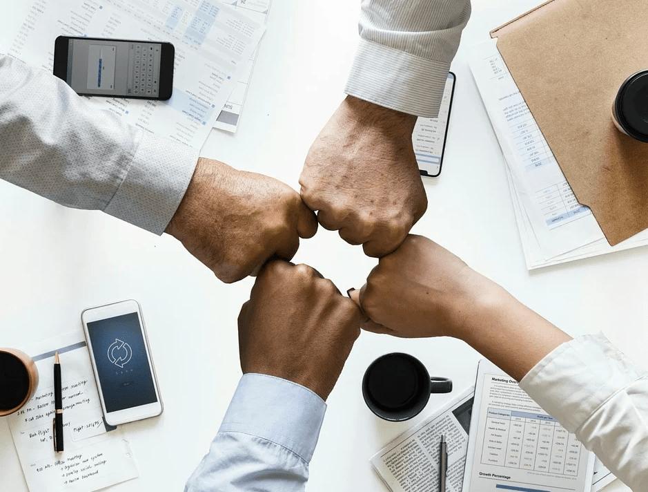 4 метода, которые помогут расположить к себе людей и построить отношения с коллегами