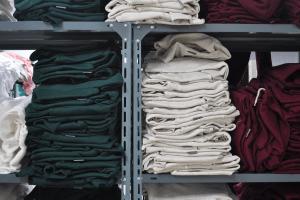 Весенняя уборка: как привести свой гардероб в порядок всего на 5 шагов