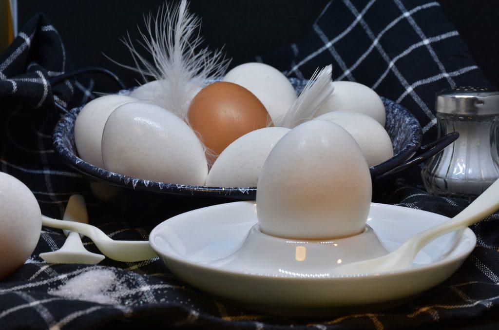 Надежный метод легко очистить сваренные вкрутую яйца
