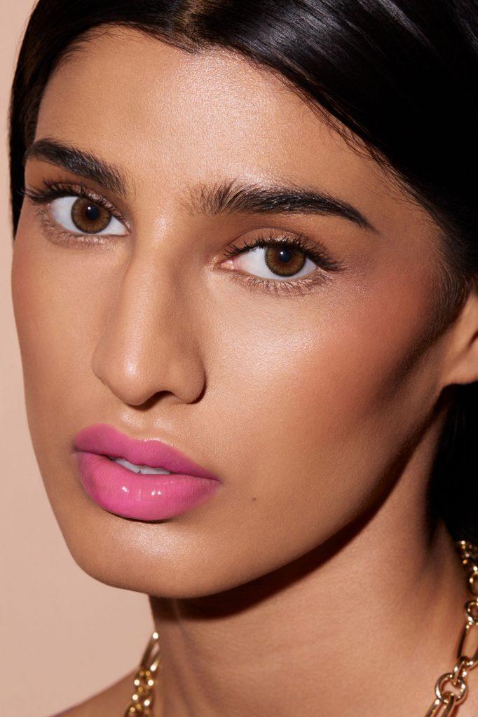 Идеальные губы: Рианна представляет помаду, которую можно носить на поясе