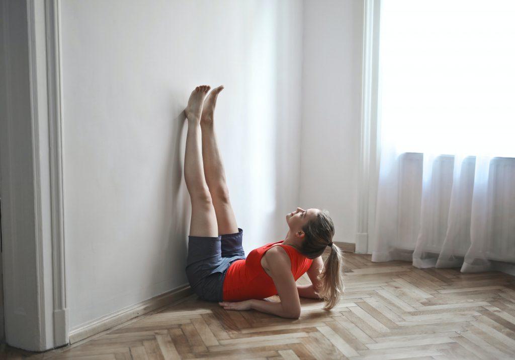 Частая ошибка в простом упражнении, которая может вылиться в боль в спине